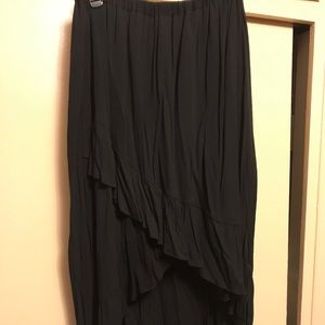 Dresses & Skirts - Skirt black and stretchy never worn
